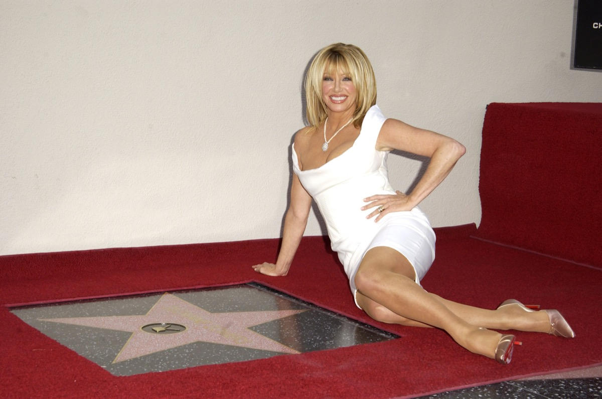 suzanne somers in hollywood on red crpet