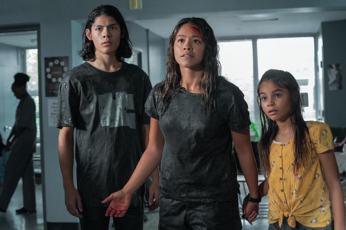 Lucius Hoyos, Gina Rodriguez, and Ariana Greenblatt in Awake