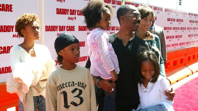Eddie Murphy with kids at Daddy Day Care premier