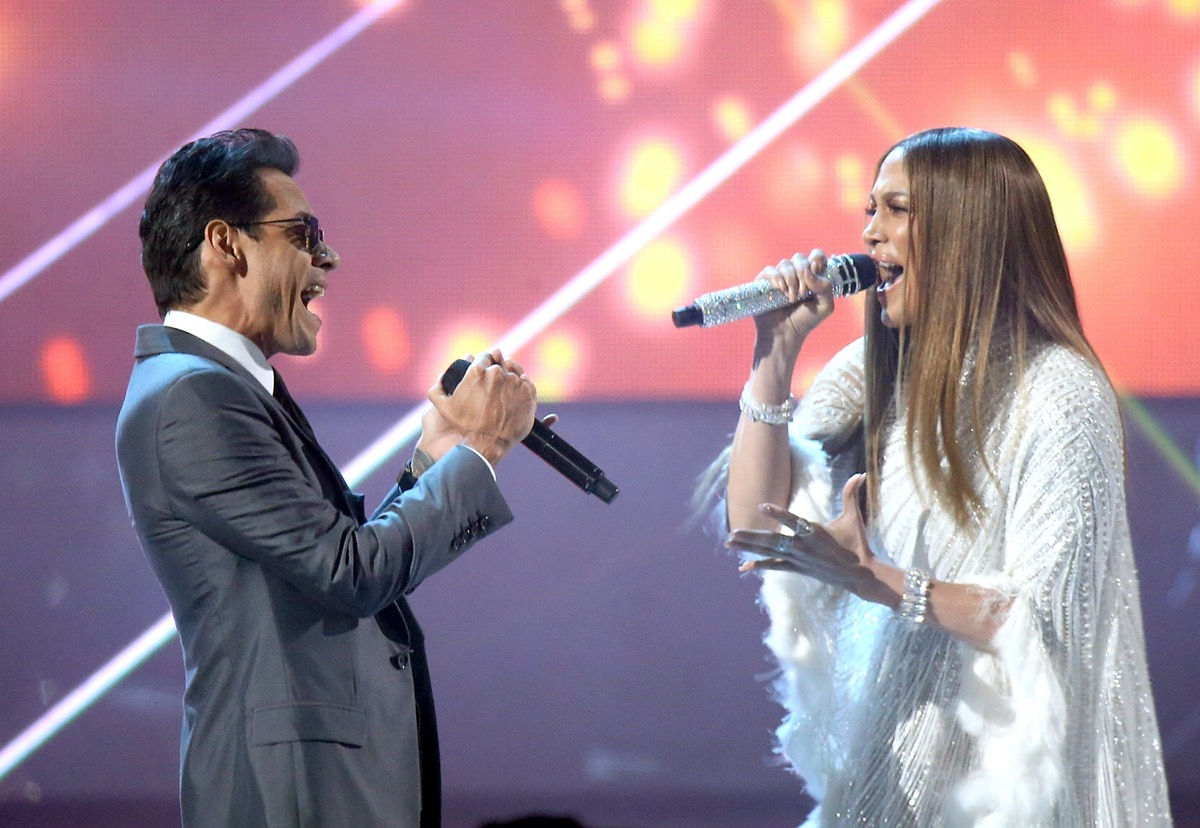 Marc Anthony and Jennifer Lopez performing together in 2016