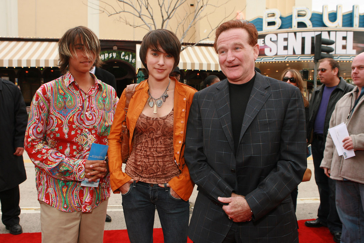 """Cody, Zelda, and Robin Williams at the premiere of """"RV"""" in 2006"""