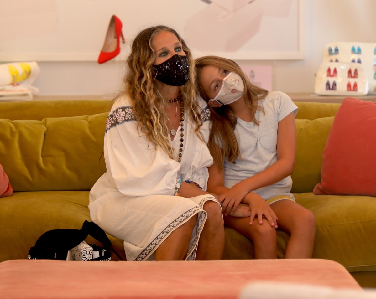 NEW YORK, NY - AUGUST 12: Sarah Jessica Parker and Tabitha Hodge Broderick are seen on August 12, 2020 in New York City. (Photo by Jose Perez/Bauer-Griffin/GC Images)