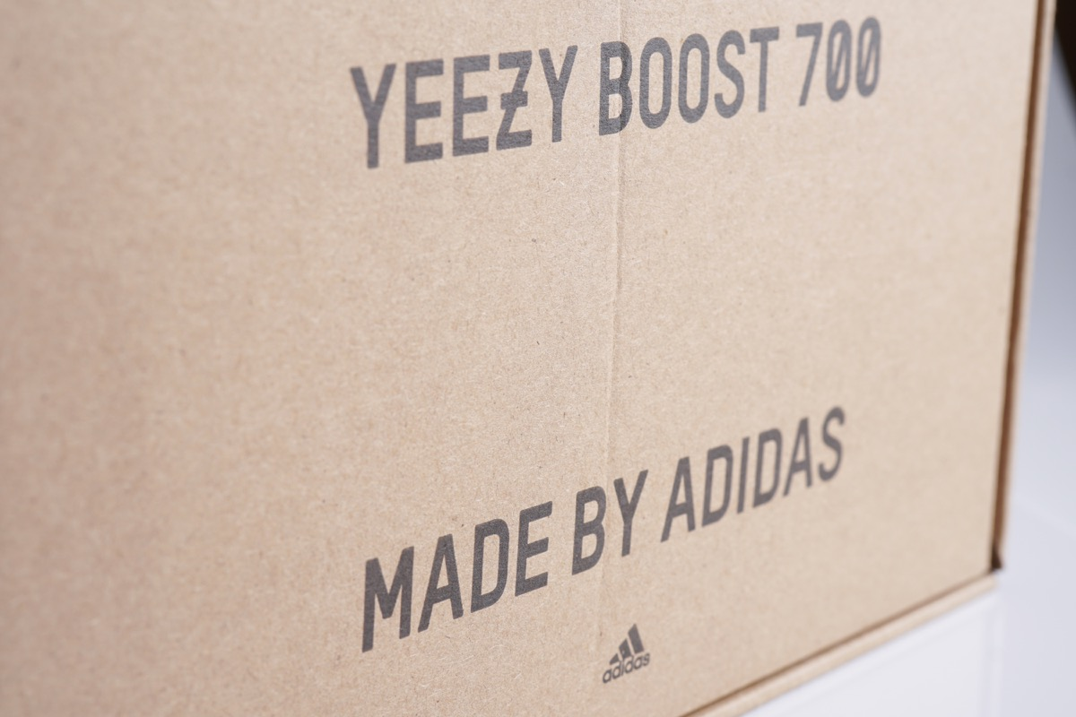 yeezy box packaging for shoes