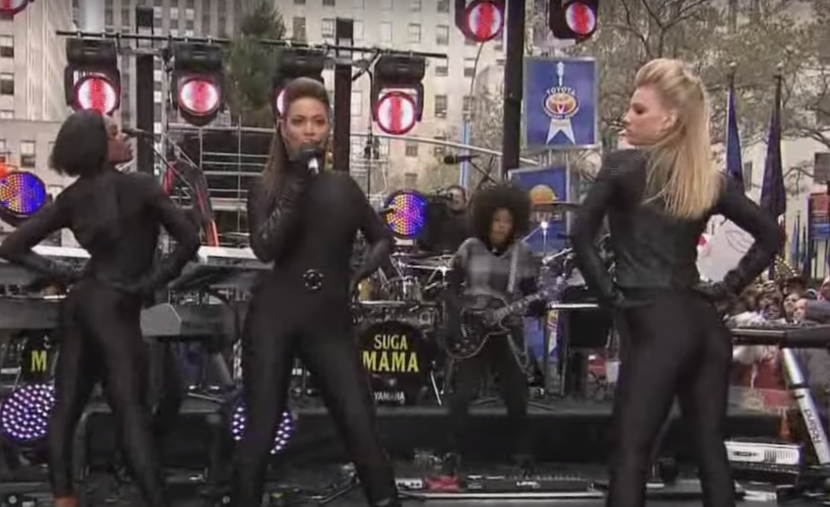 """Heather Morris dancing with Beyoncé during a performance on the """"Today"""" show"""