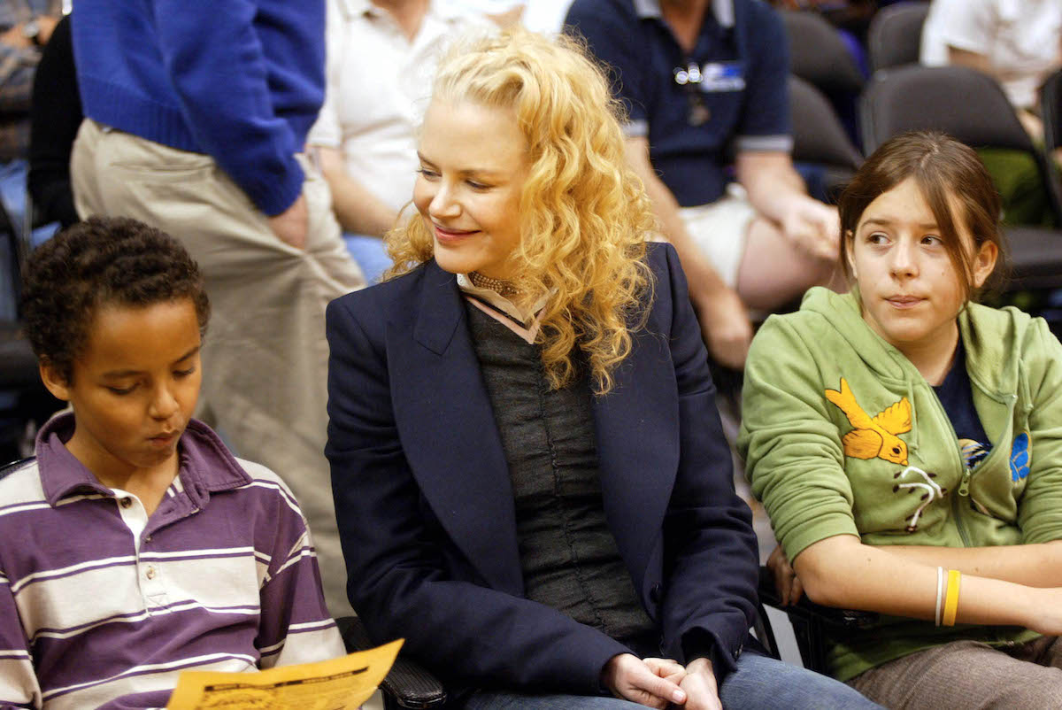 Nicole Kidman with Connor and Bella at a Los Angeles Lakers game in 2004