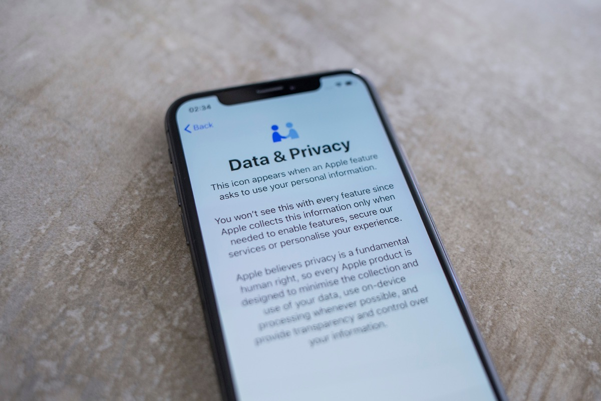 Eppelheim, Baden Württemberg / Germany - 04 24 2019 Apple Iphone XS Space Gray Screen with Data and Privacy Text