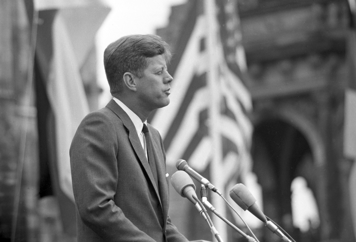 US president John F. Kennedy after his arrival on 26 June 1963 for a four days visit in Germany adressing an enthusiastic crowd in Cologne.