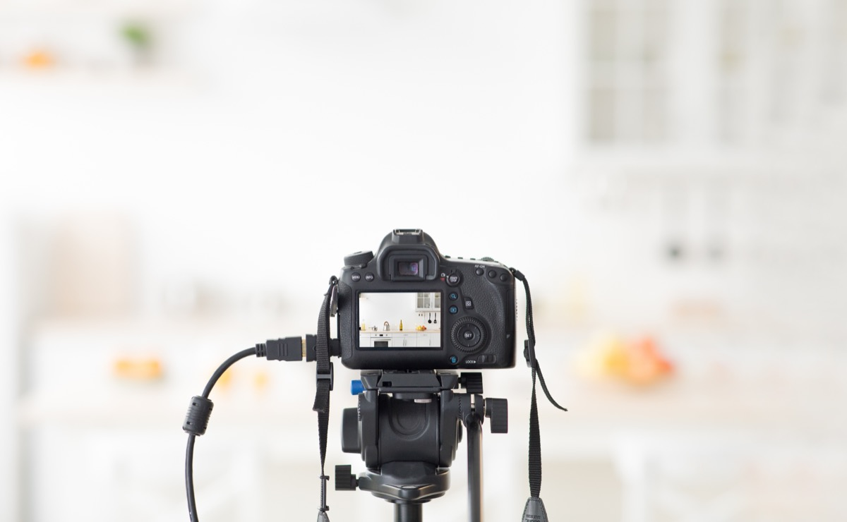 taking photo of kitchen with dslr