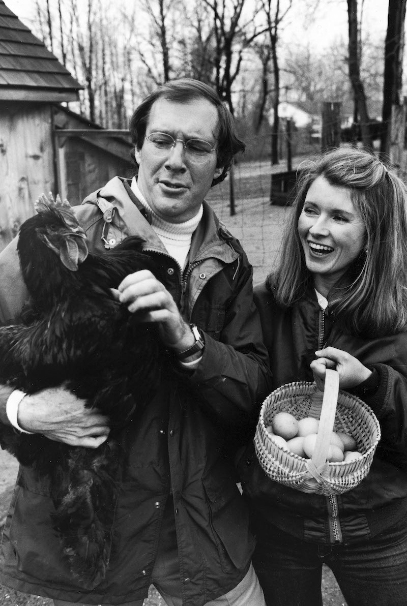 Andrew and Martha Stewart with a chicken in 1980