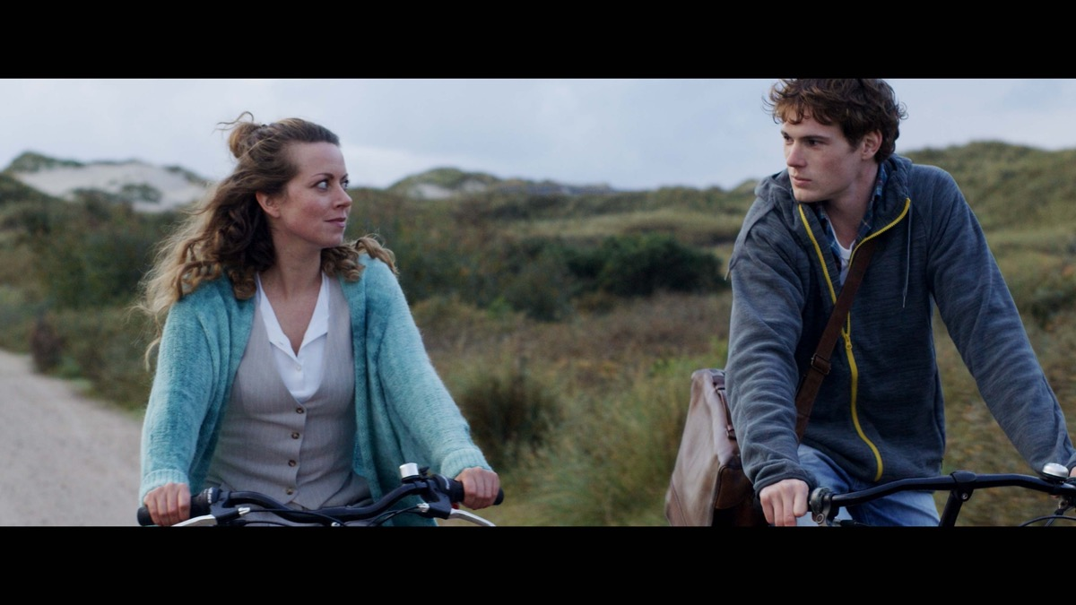 Alice Dwyer and Philip Froissant in Black Island