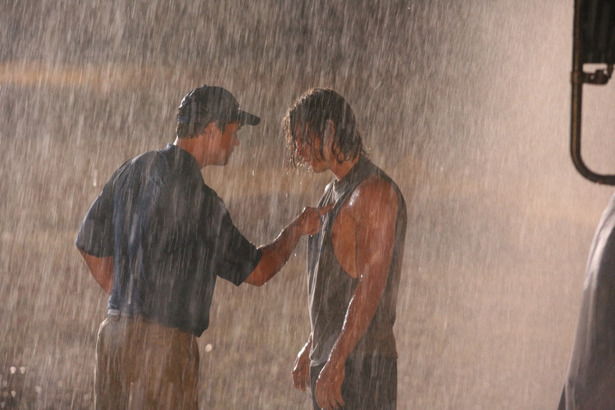 Kyle Chandler and Taylor Kitsch in Friday Night Lights