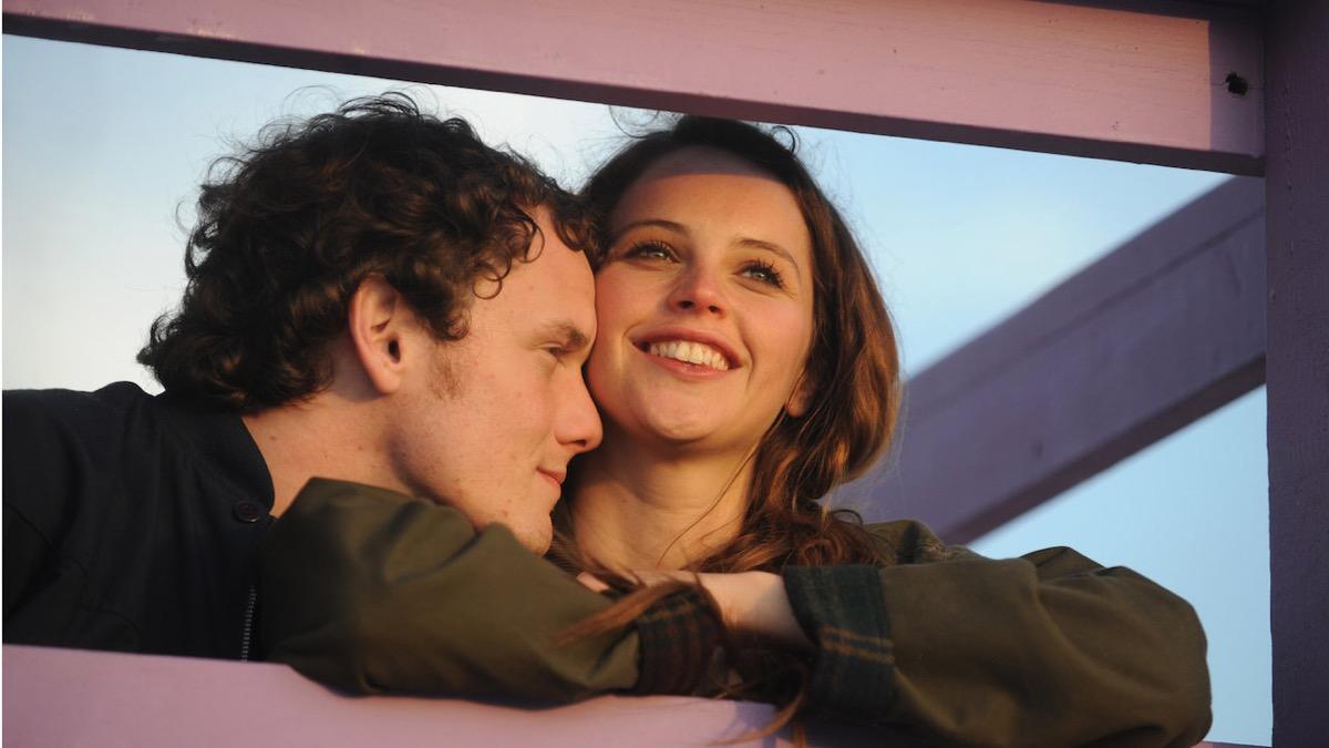 Anton Yelchin and Felicity Jones in Like Crazy