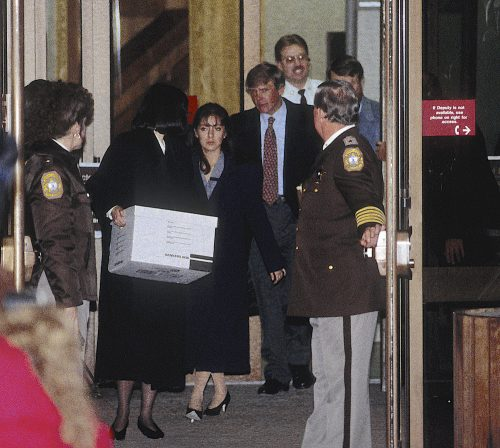 Lorena Bobbitt leaving a courthouse in 1994