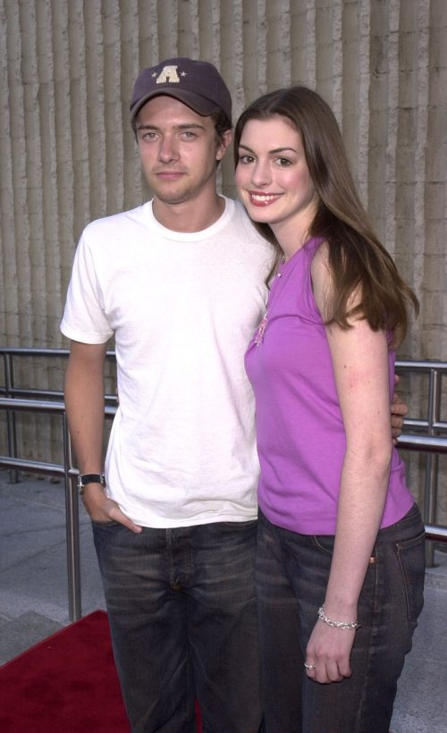 Anne Hathaway and Toper Grace 2001