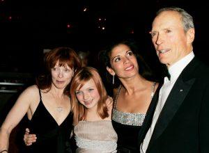 Frances Fisher, Clint Eastwood, Dina Eastwood, and Francesca Eastwood