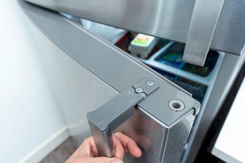 Top part of a fridge handle comes detached when pulling the door open