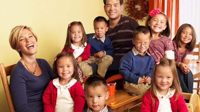 Kate and Jon Gosselin and their sextuplets and twins