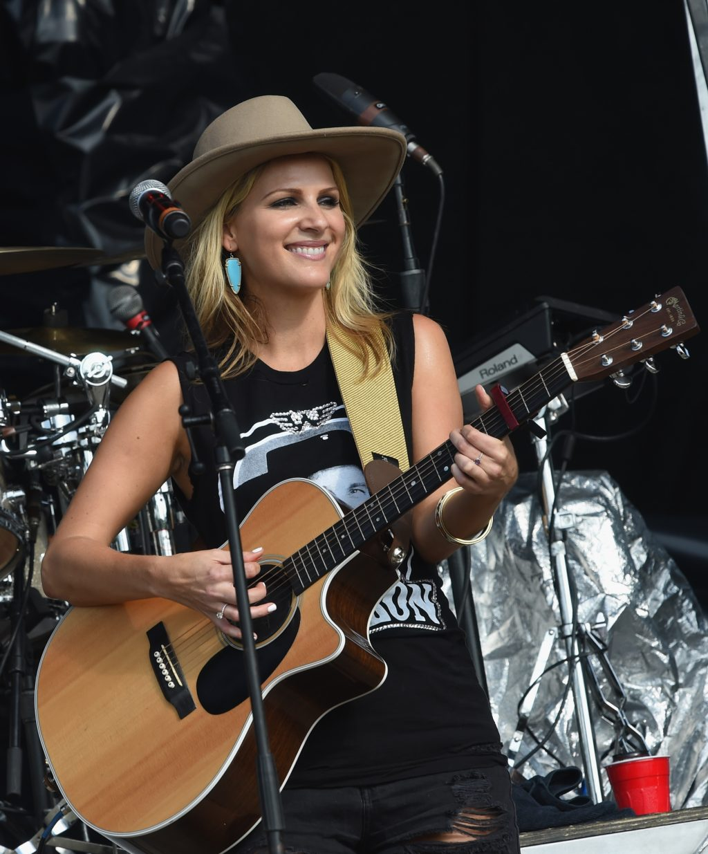 Jennifer Wayne in cowboy hat with guitar