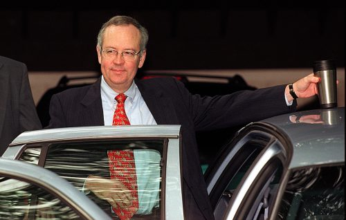 Ken Starr leaving his home in August 1998