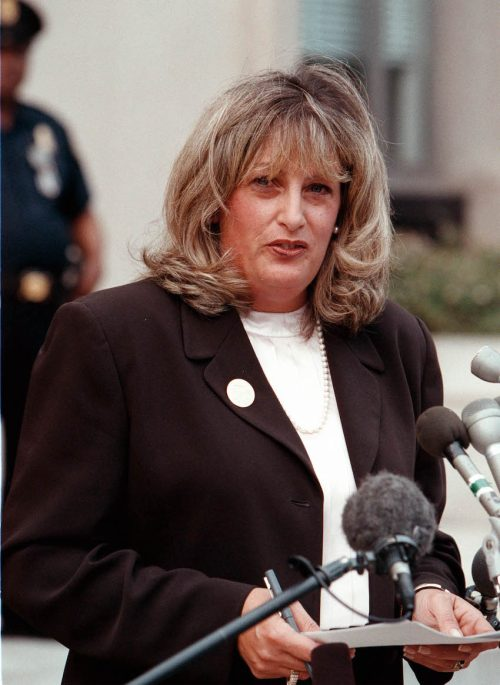Linda Tripp talking to press outside of the Federal Courthouse in July 1998
