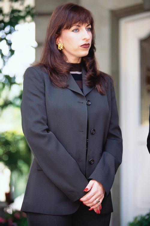 Paula Jones announcing her new lawyer in October 1997