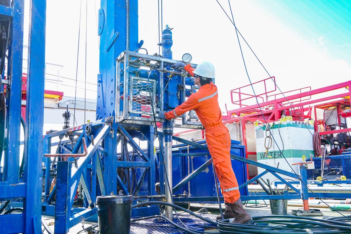 oil drill derrick operator