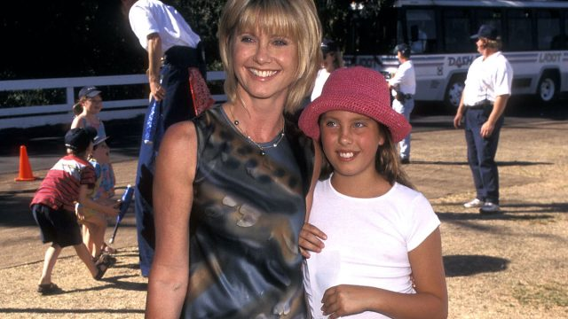 Singer Olivia Newton-John and daughter Chloe Lattanzi attend the Seventh Annual Environmental Media Awards on November 2, 1997 at the Will Rogers State Park in Pacific Palisades, California.