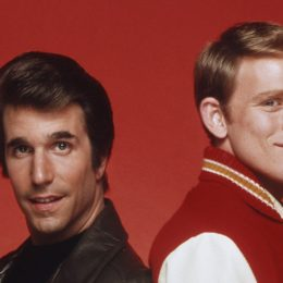"""Henry Winkler and Ron Howard posing for a photo in character as Fonzie and Richie from """"Happy Days"""""""