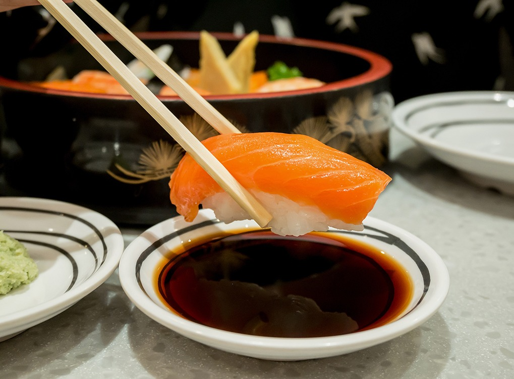 Sushi and Soy Sauce Foods Doctors Avoid While Traveling